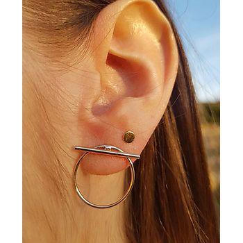 Boucles d'oreilles modernes en plaqué or.  Cercle et tige transversale.